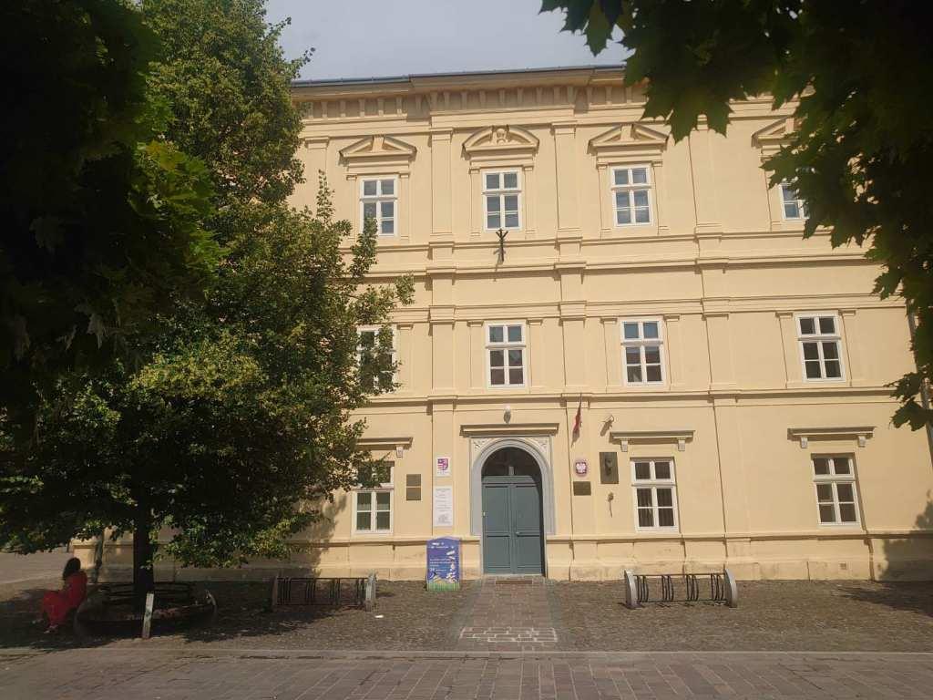 Krajská knižnica P.O.H. (Centrum regionálnych dokumentov)